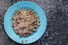 Μυρμήγκια που τρώνε τα εναπομείναντας τρόφιμα Στοκ φωτογραφία με δικαίωμα ελεύθερης χρήσης