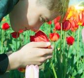μυρωδιά αγοριών Στοκ εικόνα με δικαίωμα ελεύθερης χρήσης