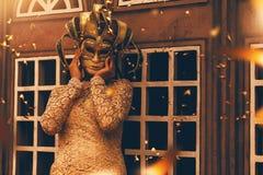 μυστήρια γυναίκα μασκών Στοκ φωτογραφία με δικαίωμα ελεύθερης χρήσης