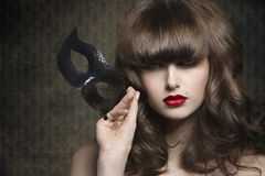 Μυστήρια γυναίκα με τη μαύρη μάσκα Στοκ Εικόνες