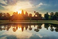 Μυστήριοι πύργοι αρχαίου Angkor Wat στην αυγή, Καμπότζη Στοκ Εικόνα