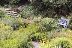 Μυστικοί κήπος και πάγκος Στοκ Εικόνες