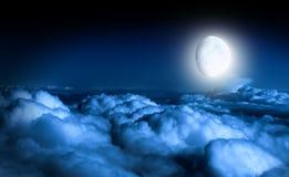Μυστικός νυχτερινός ουρανός με το φεγγάρι Στοκ φωτογραφίες με δικαίωμα ελεύθερης χρήσης