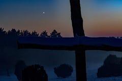 Μυστικό ηλιοβασίλεμα πίσω από το cruzifix Στοκ φωτογραφία με δικαίωμα ελεύθερης χρήσης