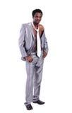 Μυϊκός όμορφος μαύρος επιχειρηματίας στο κοστούμι Στοκ Εικόνες