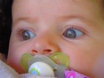 Μωρό κινηματογραφήσεων σε πρώτο πλάνο Στοκ Εικόνες