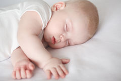 Μωρό, κοισμένος μωρό, γλυκό όνειρο παιδιών ` s στοκ φωτογραφία με δικαίωμα ελεύθερης χρήσης