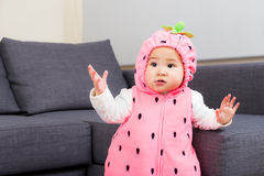 Μωρό με τη σάλτσα κομμάτων αποκριών στοκ φωτογραφία