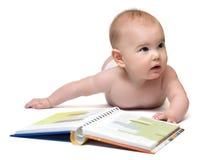 Μωρό με το βιβλίο στοκ φωτογραφία με δικαίωμα ελεύθερης χρήσης