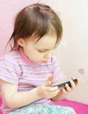 Μωρό με το τηλέφωνο της Mobil Στοκ εικόνα με δικαίωμα ελεύθερης χρήσης