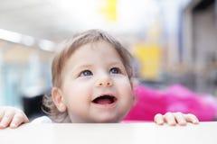 μωρό περίεργο Στοκ Φωτογραφία