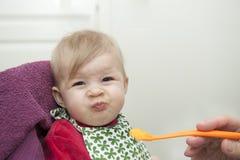 Μωρό που έχει το γεύμα Στοκ φωτογραφία με δικαίωμα ελεύθερης χρήσης