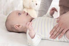 Μωρό που αναγνωρίζει τη μητέρα του Στοκ Εικόνες