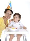 μωρό που γιορτάζει mum Στοκ φωτογραφία με δικαίωμα ελεύθερης χρήσης
