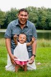 μωρό που δείχνει τον ουρ&alph στοκ φωτογραφίες με δικαίωμα ελεύθερης χρήσης