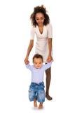 Μωρό που μαθαίνει να περπατά στοκ φωτογραφίες