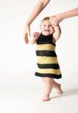 μωρό που μαθαίνει να περπα&t στοκ εικόνα με δικαίωμα ελεύθερης χρήσης