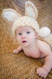 Μωρό που φορά την εξάρτηση λαγουδάκι Στοκ εικόνα με δικαίωμα ελεύθερης χρήσης