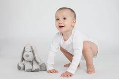 Μωρό σε μια άσπρη ανασκόπηση Στοκ Εικόνες