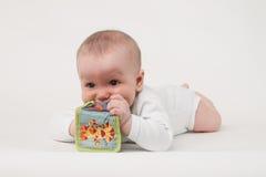 Μωρό σε μια άσπρη ανασκόπηση Στοκ εικόνες με δικαίωμα ελεύθερης χρήσης