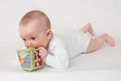 Μωρό σε μια άσπρη ανασκόπηση Στοκ φωτογραφίες με δικαίωμα ελεύθερης χρήσης
