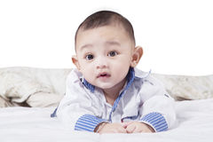 Μωρό στην κρεβατοκάμαρα που απομονώνεται στο λευκό Στοκ φωτογραφία με δικαίωμα ελεύθερης χρήσης