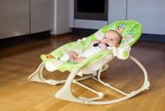 Μωρό στη λικνίζοντας καρέκλα Στοκ Φωτογραφίες