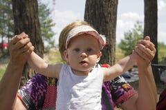 Μωρό στη φύση στοκ εικόνες με δικαίωμα ελεύθερης χρήσης