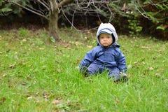 Μωρό στον κήπο. Στοκ Φωτογραφία