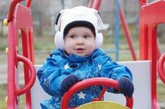 Μωρό στο αυτοκίνητο μωρών υπαίθρια Στοκ Φωτογραφία