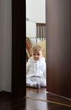 Μωρό στο δωμάτιό του Στοκ φωτογραφία με δικαίωμα ελεύθερης χρήσης