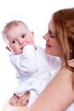 μωρό το πορτρέτο μητέρων της Στοκ φωτογραφίες με δικαίωμα ελεύθερης χρήσης