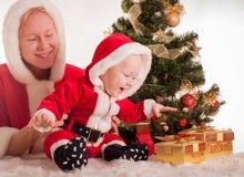 Μωρό Χριστουγέννων και mom Στοκ Φωτογραφίες
