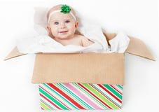 Μωρό Χριστουγέννων στο παρόν Στοκ Φωτογραφία