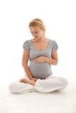 μωρό όμορφο η έγκυος σκεπ&ta Στοκ Εικόνες