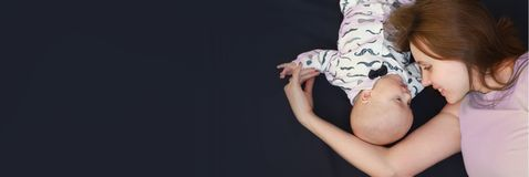 μωρό mom Οριζόντιος προσανατολισμός Στοκ φωτογραφίες με δικαίωμα ελεύθερης χρήσης