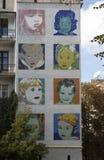 Μωσαϊκό με εκείνα τα παιδιά στον τοίχο ενός σπιτιού διαμερισμάτων Στοκ εικόνες με δικαίωμα ελεύθερης χρήσης