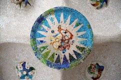 Μωσαϊκό στο ανώτατο όριο Antonio Gaudi Πάρκο Guell Στοκ Εικόνες