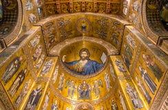 Μωσαϊκό Χριστού Pantocrator μέσα στον καθεδρικό ναό Monreale στοκ εικόνες με δικαίωμα ελεύθερης χρήσης