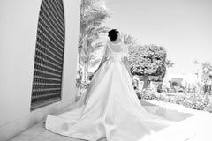 Μόδα Έννοια γαμήλιας μόδας Πρότυπο μόδας στο γαμήλιο φόρεμα Νύφη στο φόρεμα μόδας για το γάμο γοητεία νυφών στοκ εικόνες