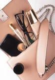Μόδα κυρία Accessories Set Επίπεδος βάλτε τσάντα μοντέρνη οι βούρτσες αποτελούν Εξαρτήματα γυναικών Καθιερώνον τη μόδα σχέδιο μόδ Στοκ εικόνες με δικαίωμα ελεύθερης χρήσης