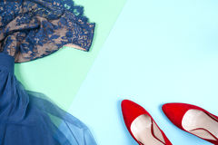 Μόδα Σύνολο μόδας εξαρτημάτων ενδυμάτων Θηλυκό χέρι και μοντέρνο Leathershoes Στοκ Εικόνα