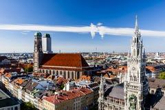Μόναχο Frauenkirche και νέο Δημαρχείο Μόναχο, Βαυαρία, Γερμανία Στοκ Φωτογραφίες