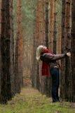 μόνες δασικές νεολαίες &ga Στοκ φωτογραφία με δικαίωμα ελεύθερης χρήσης