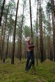μόνες δασικές νεολαίες &ga Στοκ Φωτογραφίες