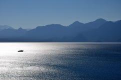μόνη θάλασσα βαρκών Στοκ Εικόνες