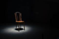 Μόνη καρέκλα στο κενό δωμάτιο Στοκ εικόνες με δικαίωμα ελεύθερης χρήσης