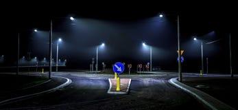 Μόνη οδήγηση νύχτας στην πόλη Στοκ Φωτογραφία