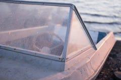 Μόνη παλαιά βάρκα Στοκ Φωτογραφίες