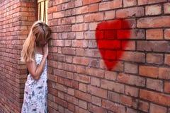 Μόνη λυπημένη γυναίκα με το πρόβλημα αγάπης Στοκ Εικόνες
